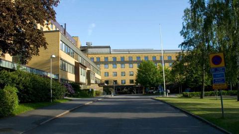 Alingsås Lasarett får klara sig utan låneläkare från Sahlgrenska. Foto: Wikimedia Commons
