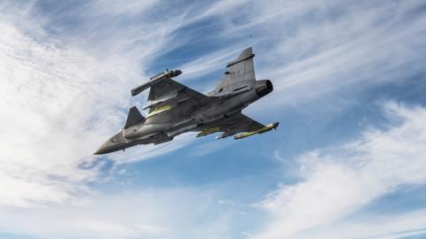 """""""Brasilien är ett av de länder som Sverige exporterar mest vapen till. Våra regeringar är helt beroende av varandra på grund av det svensk-brasilianska kontraktet gällande stridsflygplanet Jas Gripen.""""  Bild: Lars Pehrson/SvD/TT"""