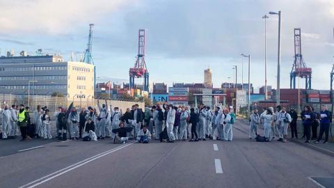 Hundratals samlades för demonstration mot LNG-terminalen i september. Foto: Folk mot Fossilgas