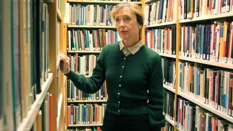 Litteraturprofessorn Yvonne Leffler och hennes forskargrupp har konstaterat att kvinnliga populära författare om- och nedvärderats i litteraturhistorien.  Foto: Annelie Moran