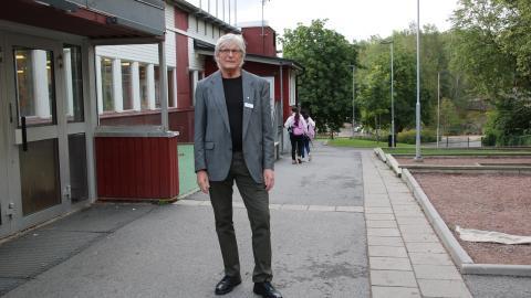 Peter Holmqvist är rektor på Rannebergsskolan som fick ta emot 11 elever från nedlagda Primusskolan. Bild: Stina Berglund