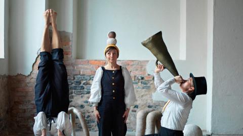 Att rymma med en cirkus, Rebecka Nord, Signe Veinholt, Matilda Haritz Svenson.  Bild: Alex Hinchcliffe