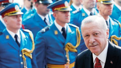 """""""Rapporten är skriven för att skrämma de som har vågat yttra kritik mot Turkiets president Erdogan"""", skriver debattörerna.  Foto: Darko Vojinovic/TT/AP"""