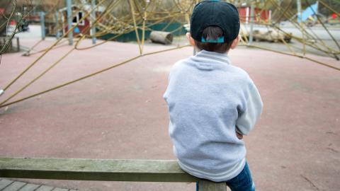 """""""En efter en nedmonteras eller utarmas viktiga verksamheter riktade till barn, ungdomar och deras anhöriga"""", skriver debattörerna.  Foto: Jessica Gow/TT"""