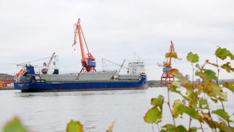 Förra veckan gled det spanska stålet till Hisingsbron in i Göta älv, åtta månader försenat.  Bild: Sanna Arbman Hansing