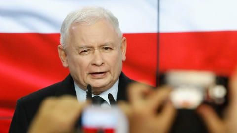 Jaroslaw Kaczynski leder Polen i fyra år till. TT/AP