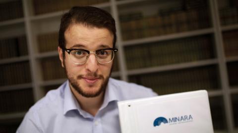 Anas Deneche är ordförande i föreningen Minara, som arbetar emot våldsbejakande extremsim.  Bild: Mattias Göthberg