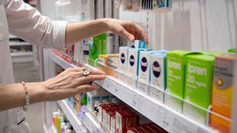 """""""Tänk på apotek nästa gång du går och röstar"""", skriver debattören. Foto: TT"""