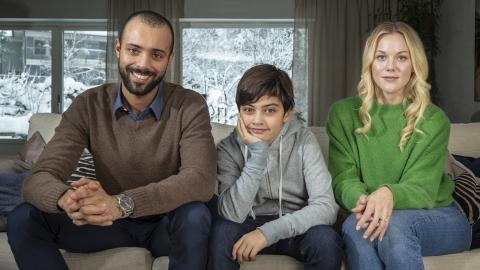 11-åriga Noah Hagman Svereus spelar seriens William, som bor med sin pappa Alex (Alexander Salzberger) och bonusmamma Amanda (Agnes Lindström Bolmgren). Haben Solomon/UR