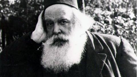 """Den rysk-ortodoxa mystikern Sergei Nilus infogade """"Sions Vises protokoll"""" i son bok """"Det stora i det ringa"""" – detta blev förlagan till alla översättningar."""