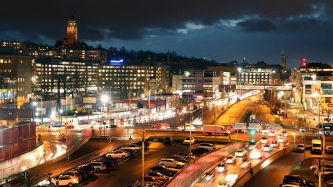 Götatunnelns mynning är en av de platser i Göteborg med tidvis höga halter luftföroreningar på grund av mycket trafik.  Bild: Annelie Moran