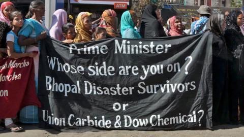En ceremoni hölls 2014 till minnet av fabriksolyckan i Bhopal 1984. Foto: AP