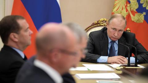 """Ryska medborgare kan stämplas som """"utländska agenter"""" om de mottar pengar från utlandet och samtidigt delar information i mediekanaler, enligt en ny lag som har undertecknats av president Vladimir Putin.  Bild: Alexei Druzhinin/Sputnik/Kremlin Pool Photo"""