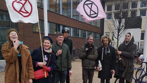 Medlemmar ur Extinction rebellion Skåne i en stödaktion för de misstänkta. Bild: Privat