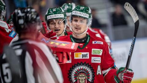 En chans till årets första titel väntar Frölundas Nicklas Lasu och tränaren Roger Rönnberg på tisdag. Laget reser till Tjeckien för att spela klubbens femte final i Champions Hockey League.  Bild: Björn Larsson Rosvall/TT