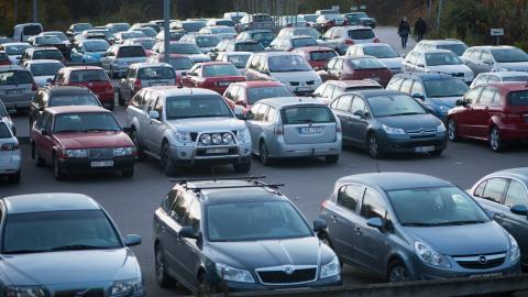 Personliga parkeringsplatser för hyresgäster i Göteborg kommer försvinna på sikt.  Bild: Fredrik Sandberg/TT