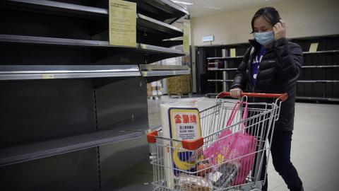 Uttömd affär i Hongkong. Bild: Kin Cheung/AP/TT