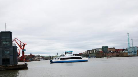 Det är knappt 400 meter mellan Lindholmen och Masthuggskajen, men vattnet fungerar som en barriär mellan stadsdelarna. Bild: Sanna Arbman Hansing