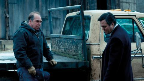 """Mark Ruffalo och Bill Camp Filmen i Dark Waters. """"En klassisk David mot Goliat-historia"""", skriver Signe Lidén.  Bild: Press"""