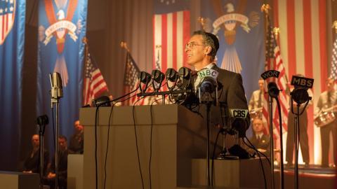 "John Turturro i rollen som Lionel Bengelsdorf i HBO:s ""The plot against America"". Bild: Michele K. Short/HBO"