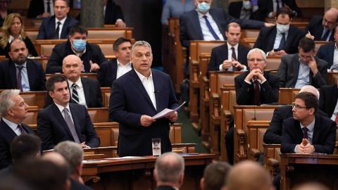 Viktor Orbán talar i parlamentet i Budapest.  Bild: Tamas Kovacs/MTI/AP/TT