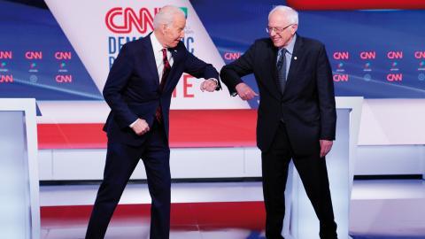 När Joe Biden och Bernie Sanders möttes en mot en i en tv-debatt i söndags gjorde de det utan publik.  Bild: Evan Vucci/AP