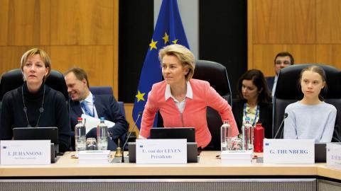 EU-kommissionens ordförande Ursula von der Leyen och Greta Thunberg under ett möte i Bryssel igår.  Bild: Virginia Mayo/AP