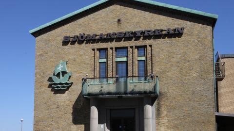 Lokalerna ekar tomma i byggnaden på Amerikagatan 2 och stolarna i den tidigare populäre restaurangen Kuling på övervåningen står tomma. Wikimedia commons