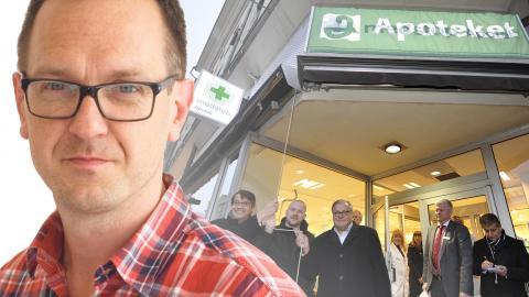Dåvarande socialminister Göran Hägglund (KD) avtäcker affärsskylten för ett av de nya privata apoteken på Kungsholmen 2010. Bild: Bertil Ericson/TT