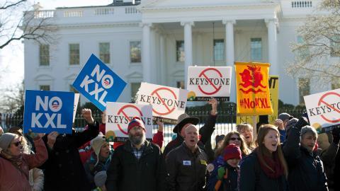 Protesterna mot Keystone-bygget har tidigare varit stora. Här utanför Vita huset 2015.  Bild: Jose Luis Magana/AP/TT