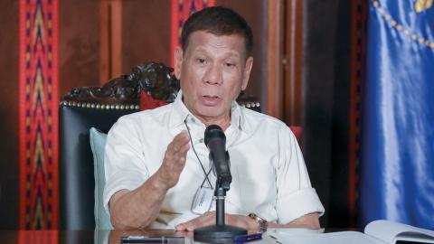 President Rodrigo Duterte har gett polisen ordern att skjuta de som bryter  utegångsförbudet i landet.  Bild: Toto Lozano/AP/TT