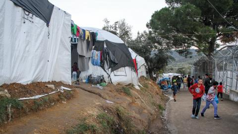 Ensamkommande barn och personer som löper störst risk att drabbas och dö av coronaviruset ska evakueras från de grekiska lägren.  Bild: Sofia Axelsson Sofroniadou /TT