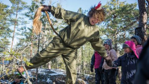 """Av Skogsmulle får barnen lära sig allemansrättens gyllene regler: """"Inte störa och inte förstöra något i skogen"""". bilder zanna nordqvist Bild: Zanna Nordqvist"""