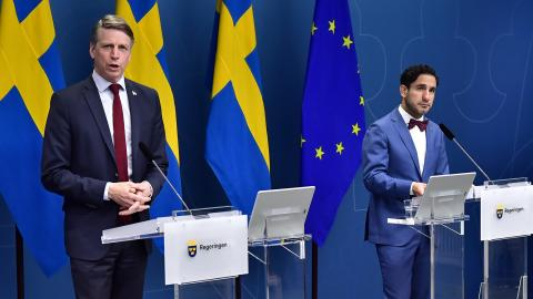 Bostadsminister Per Bolund (MP) och socialförsäkringsminister Ardalan Shekarabi (S). Bild: Jonas Ekströmer/TT