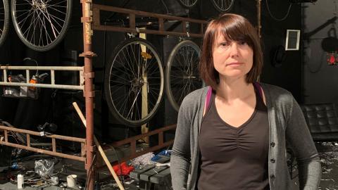 """"""" Vi har fått ställa in alla våra föreställningar. Det har inte hänt på över 20år, vilket känns otroligt trist"""", säger Birgitta Linder på moment:teater.  Bild: Signe Liden"""