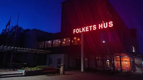 Under hashtaggen #varskavimötas samlas Folkets hus och folkparker runt om i Sverige på sociala medier för att ge en bild av hur allvarligt läget är samt trycka på om hjälp hos lokalpolitikerna. På bilden Hammarkullens Folkets hus Foto: Maria Wångersjö
