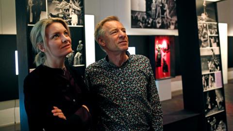 Caroline Mårtensson, utställningsproducent och Rolf Sossna som medverkat som sakkunnig i utställningen Frispel. Bild: Christian Egefur