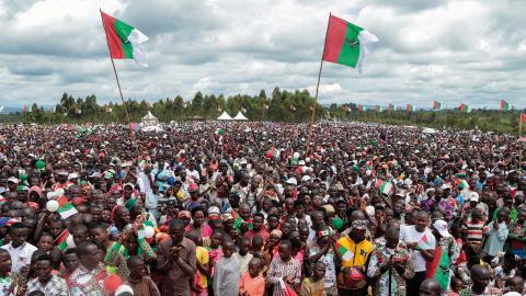 De stora samlingarna under valkampanjen har kritiserats av WHO.  Bild: Berthier Mugiraneza/AP/TT