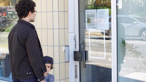 """""""Vi fick göra en bedömning om vilka lokaler vi kunde ha öppet utan att det uppstod risk för trängsel eller smittspridning"""", säger stadsbibliotekarie Daniel Forsman.  Bild: Jenny Lindström"""