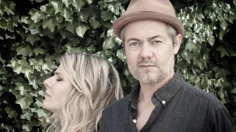 Maja Ivarsson och Fredrik Blond, sångerska respektive trummis i The Sounds.  Bild: Emanuel Hendal