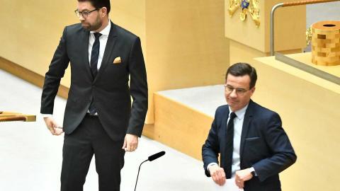 """""""Steg för steg har Kristersson svängt, och nu menar han att det är """"trams"""" att inte förhandla med SD"""", skriver debattörerna. Foto: Claudio Bresciani / TT"""