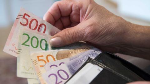 Samtidigt som privatpersoner öppnar sina plånböcker under krisen sviker företagen hjälporganisationerna. Henrik Montgomery/TT