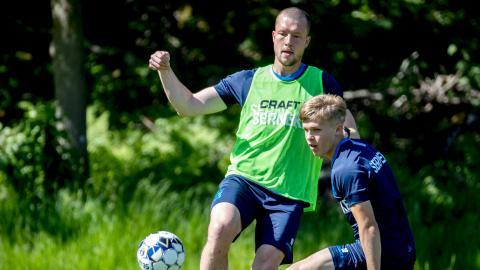 Jakob Johansson har återvänt till IFK Göteborg. Men något spel på söndag mot Elfsborg blir det inte. Mittfältaren rehabiliterar sig fortfarande efter en korsbandsskada.  Bild: Adam Ihse/TT