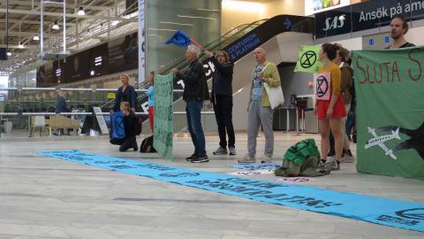 Aktivister på Landvetters flygplats. Foto: Pressbild/Extinction Rebellion