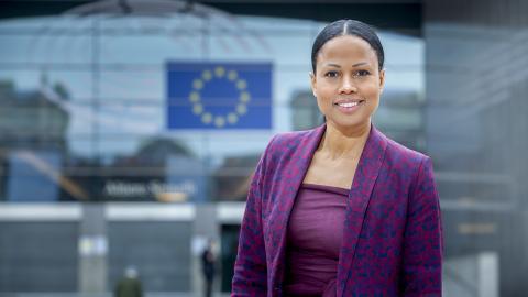 """""""Såväl Polen som Ungern är finansiella nettobidragstagare från vår gemensamma pott och därigenom, ur flera perspektiv, beroende av pengar från EU"""", skriver miljöpartistiska EU-parlamentarikern Alice Bah Kuhnke. Bild: Press"""