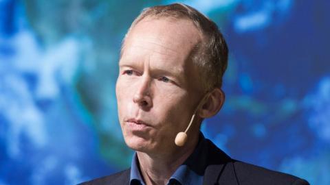 """""""Lägger man elva biljoner dollar i investeringar som återhämtningspaket är det klart att de pengarna måste kopplas till hårda krav på att investeringarna ska gå i linje med FN:s Agenda 2030 och Parisavtalet"""", säger Johan Rockström. Foto: TT/SvD/Lars Pehrson"""