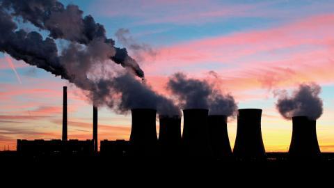 Enligt en ny rapport har nästan hälften av  G20-länderna valt att ösa pengar över fossilbolag.  Bild: Shutterstock