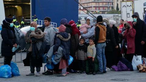 Antalet flyktingar i världen är dubblat jämfört med 2010 – här flyktingar på Lesbos, Grekland, tidigare i år. Foto: Vangelis Papantonis/TT/AP