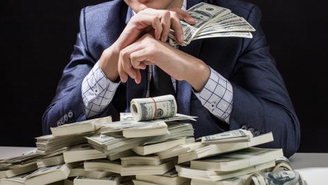 83 dollarmångmiljonärer ber i ett öppet brev sina regeringar att beskatta dem mer. Bild: Shutterstock