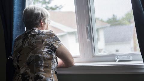 Även om depression har minskat över tid hos äldre kvinnor är förekomsten fortfarande nästan dubbelt så hög som hos äldre män.  Bild: Shutterstock